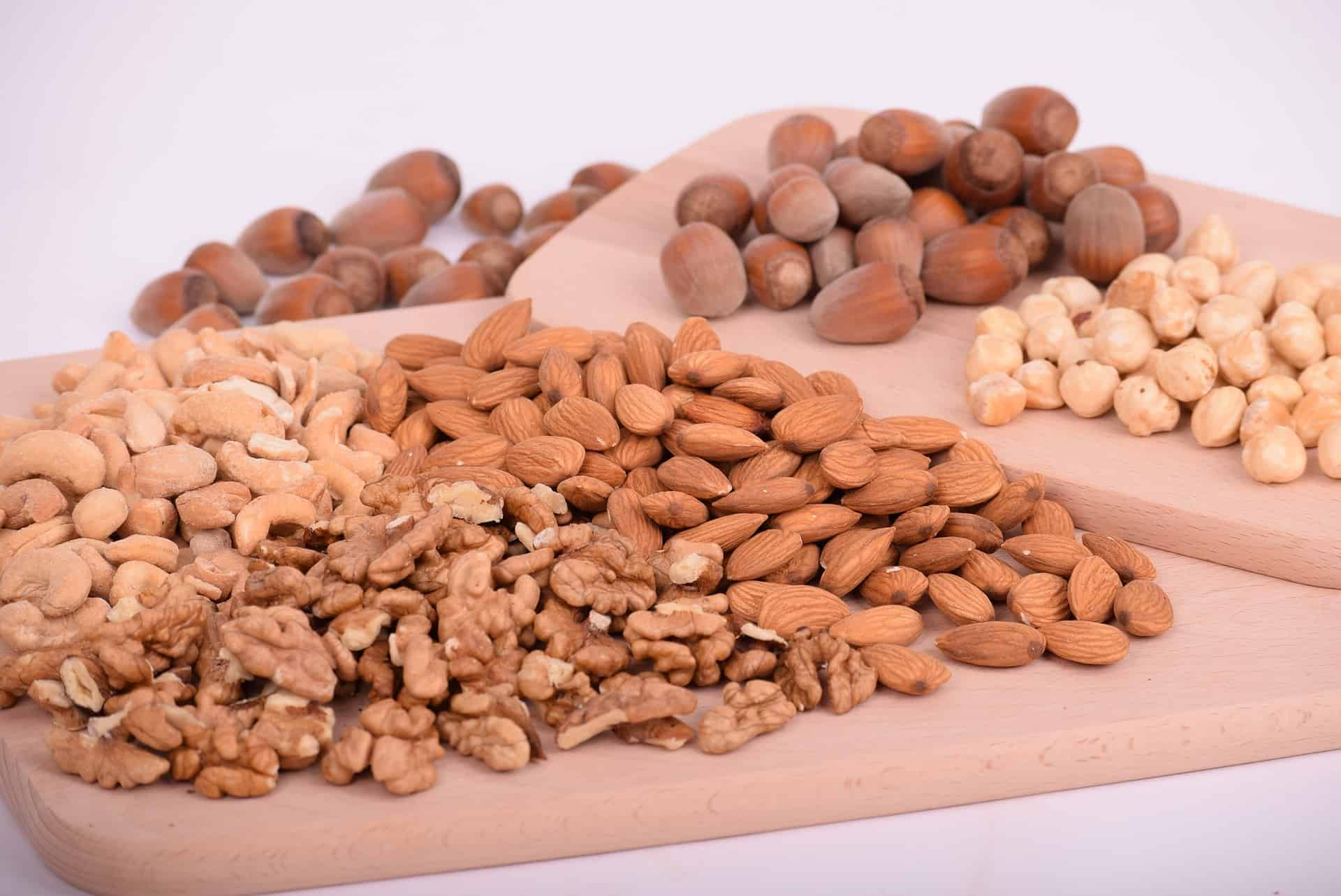 Nuts in Your Diet Plan: Heart-Healthy Fats for Weight Loss