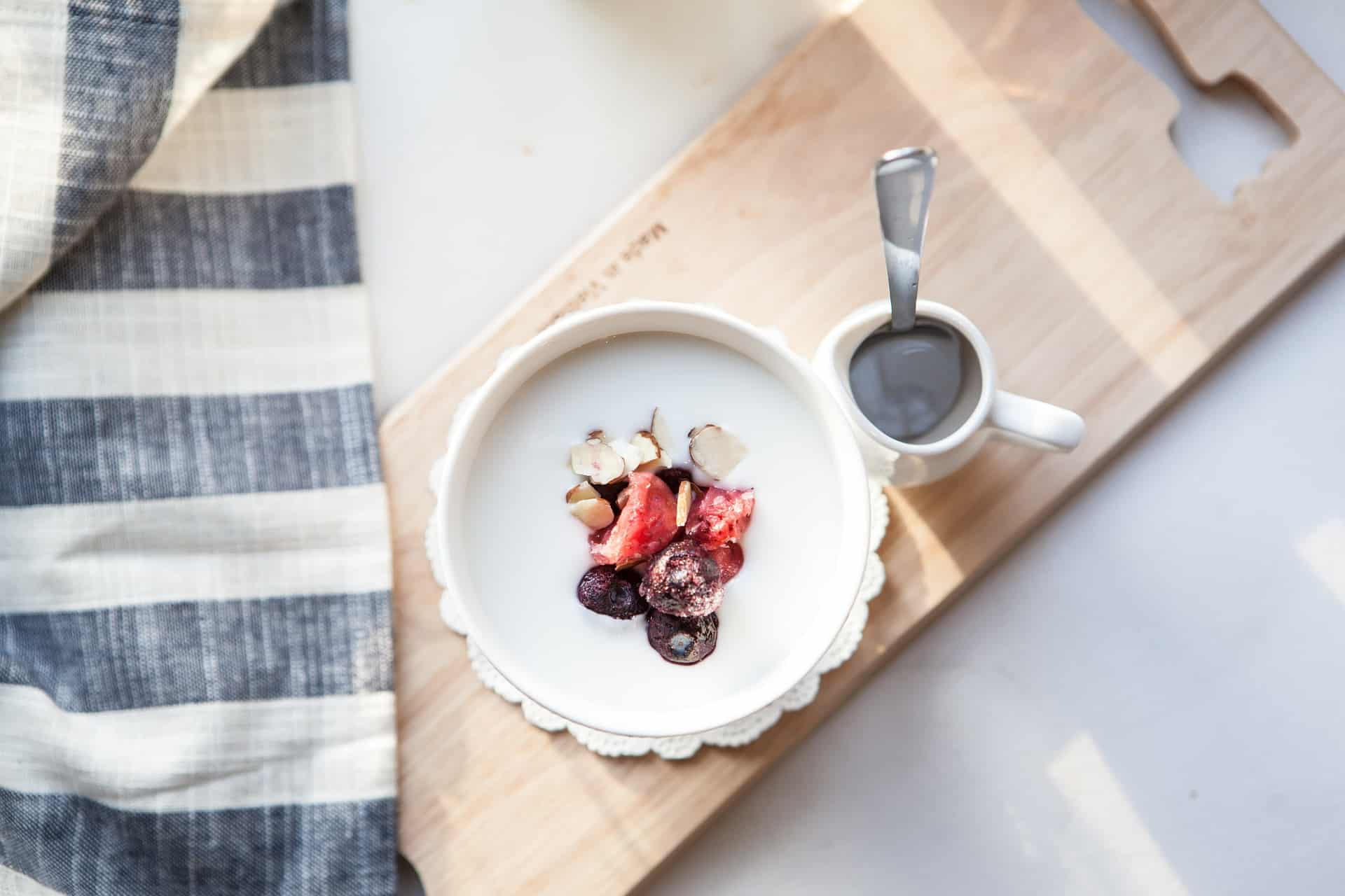 Top Reasons Why Yogurt Can Help You Shed Those Extra Pounds